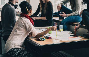 Tipos de centros y colegios públicos y privados para estudiar en el extranjero